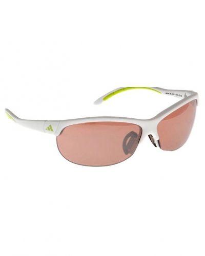 adidas Performance adidas Performance Sportglasögon Vitt. Traning-ovrigt håller hög kvalitet.