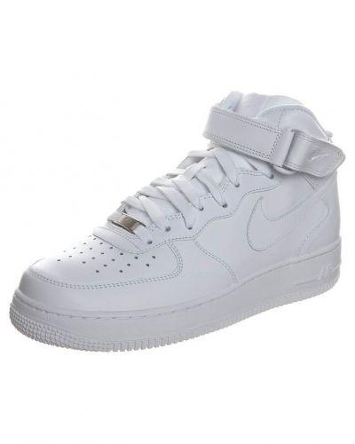 Till herr från Nike Sportswear, en vit höga sneakers.