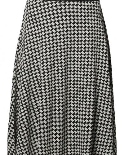 Till kvinna från Anna Field, en svart a-linje kjol.