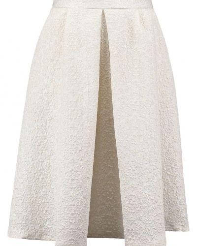 Till mamma från Wallis, en a-linje kjol.