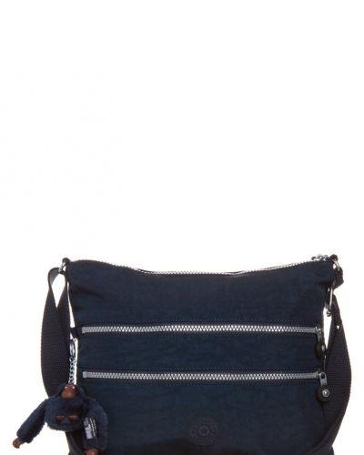 Kipling Alvar axelremsväska. Väskorna håller hög kvalitet.