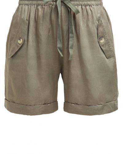 Till dam från Culture, en shorts.