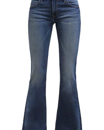 Till tjejer från Lee, en bootcut jeans.