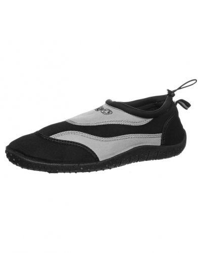 IQ Company Aqua shoe. Traningsskor håller hög kvalitet.