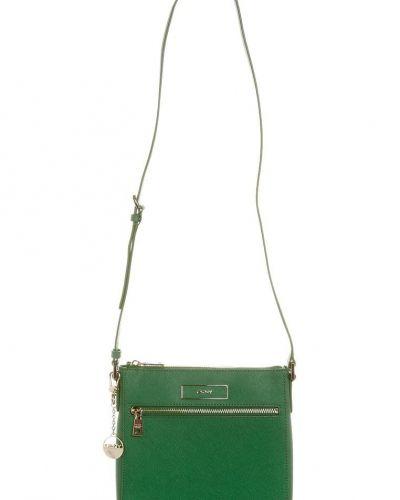 Clutch Väskorhandväskor från DKNY, Gröna Saffiano Chain