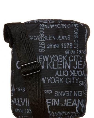 Axelremsväska från Calvin Klein Jeans, Axelremsväskor