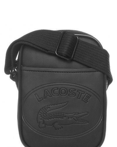 Lacoste Lacoste Axelremsväska Svart. Väskorna håller hög kvalitet.
