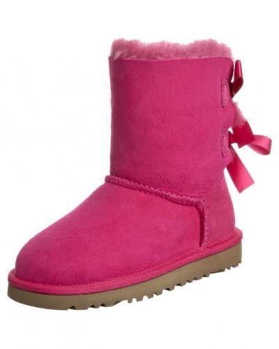 Till tjej från UGG Australia, en rosa stövlel.