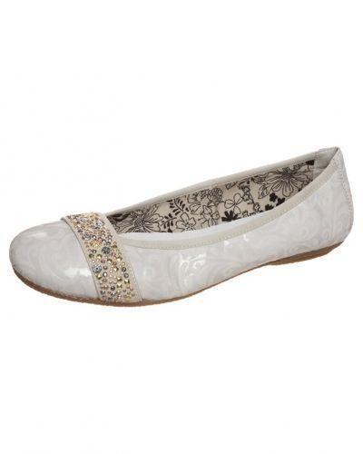 Till dam från Rieker, en vit ballerinasko.
