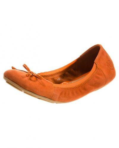 Till dam från Bugatti, en orange ballerinasko.