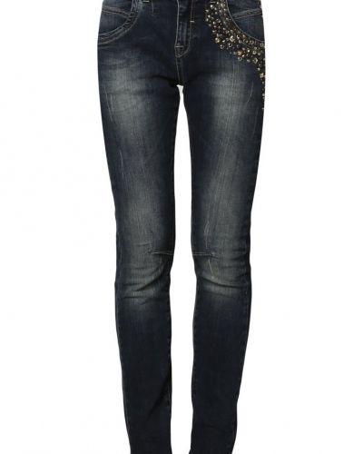 Till dam från Mos Mosh, en blå slim fit jeans.