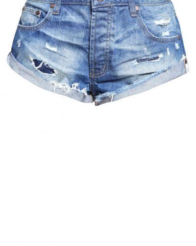 Till tjejer från One Teaspoon, en jeansshorts.