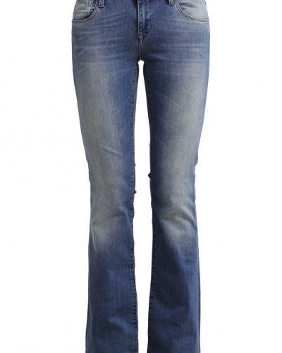 Till tjejer från Mavi, en bootcut jeans.