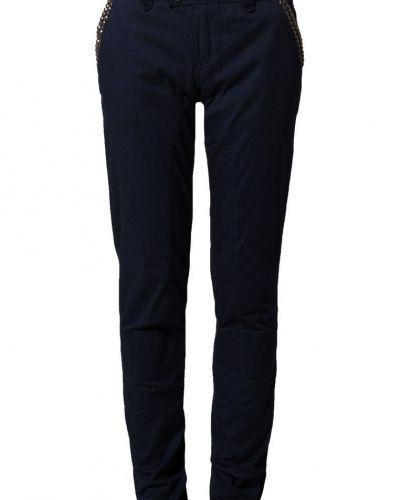 Till dam från Culture, en blå relaxed fit jeans.