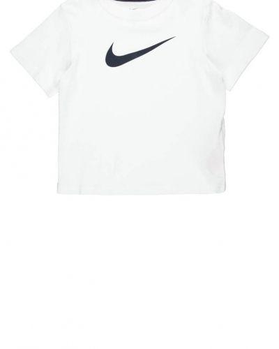 Nike Performance Nike Performance BIG SWOOSH Tshirt med tryck Vitt. Traningstrojor håller hög kvalitet.