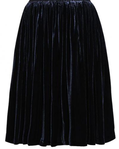 Till mamma från Samsøe & Samsøe, en veckade kjol.