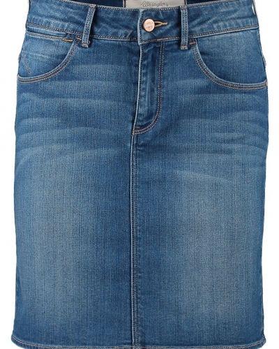 Till tjejer från Wrangler, en blå jeanskjol.