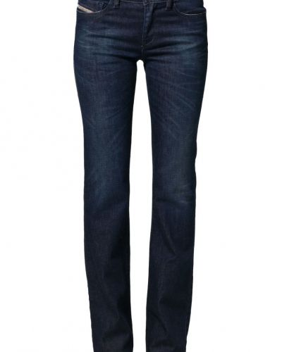 Till tjejer från Diesel, en blå bootcut jeans.