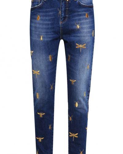 Till tjej från Zoe Karssen, en boyfriend jeans.