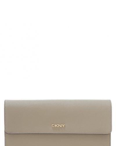 Till tjejer från DKNY, en kuvertväska.