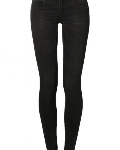 Svart slim fit jeans från Jacqueline de Yong till dam.