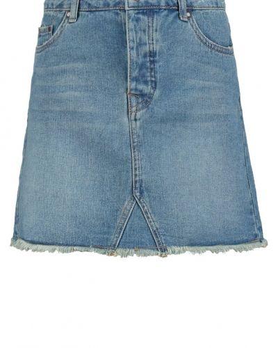 Till tjejer från New Look, en jeanskjol.