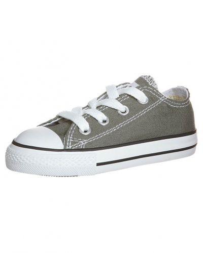 Till tjej från Converse, en grå sneakers.