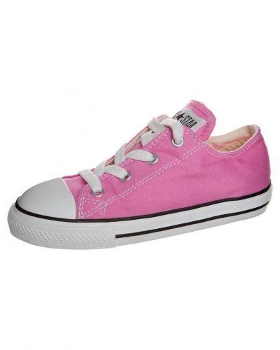 Till tjej från Converse, en rosa sneakers.
