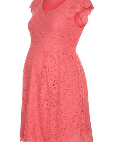 Till tjejer från Mama Licious, en rosa sommarklänning.