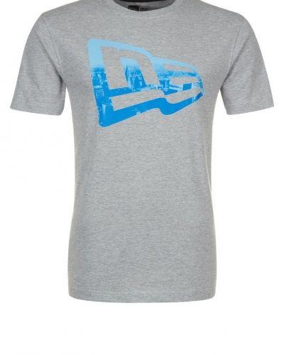 New Era CITY FLAG Tshirt med tryck Grått - New Era - Kortärmade träningströjor