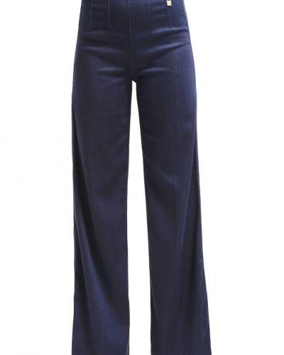 Bootcut jeans från Guess till tjejer.