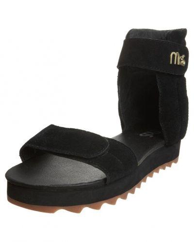 Sandaler till Dam