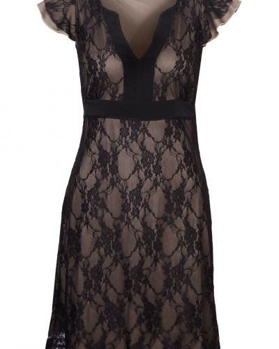 Till tjejer från Anna Field, en svart cocktailklänning.