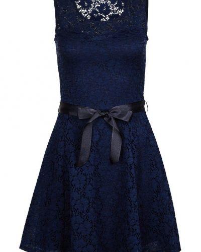 Blå cocktailklänning från Morgan till tjejer.