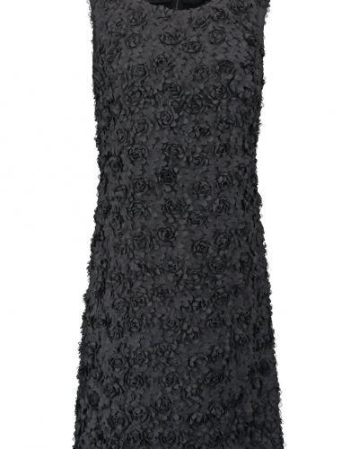 Cocktailklänning från Young Couture by Barbara Schwarzer till mamma.