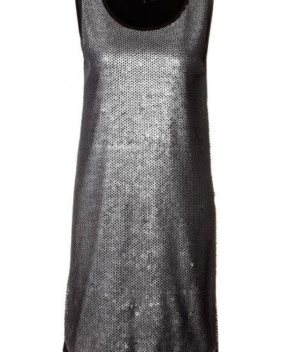 Cocktailklänning från Even&Odd till tjejer.