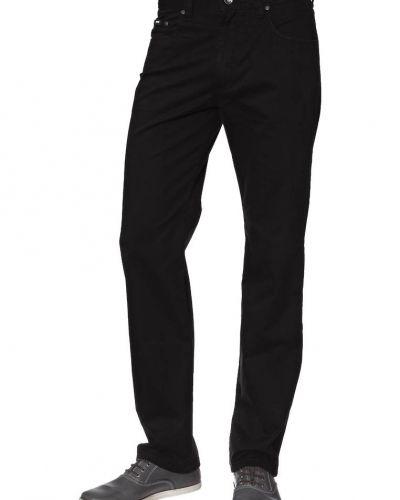 Till herr från Bugatti, en svart straight leg jeans.