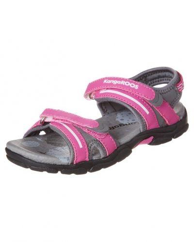 Till tjej från KangaROOS, en rosa sandal.
