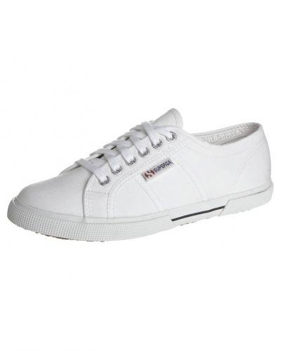 vita låga sneakers