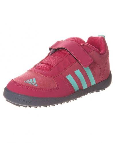 adidas Performance Daroga lea hikingskor. Traningsskor håller hög kvalitet.