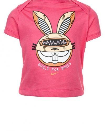 Nike Performance DASH Tshirt med tryck Ljusrosa från Nike Performance, Kortärmade träningströjor