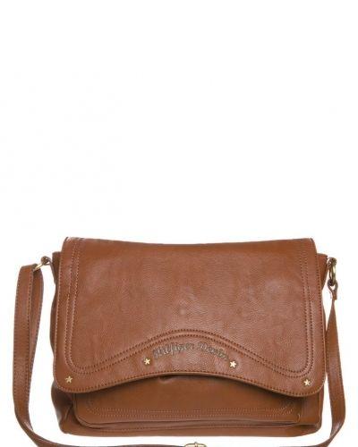 Hilfiger Denim Devin axelremsväska. Väskorna håller hög kvalitet.