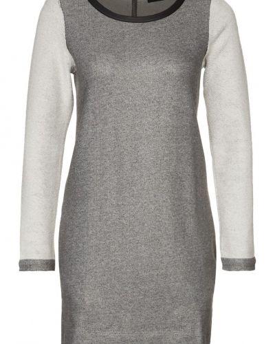 Till dam från Diesel, en grå jerseyklänning.