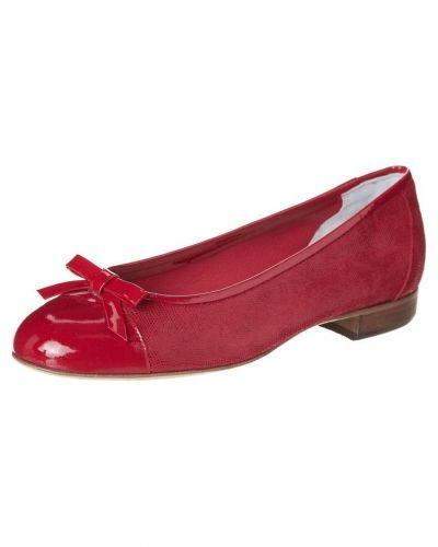 Till dam från Gabriele, en röd ballerinasko.