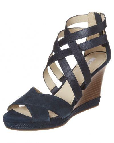 Till dam från Geox, en blå sandaletter med kilklack.