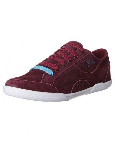 Till dam från KangaROOS, en röd sneakers.