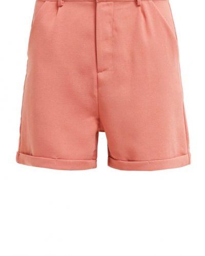 Till dam från Sparkz, en shorts.