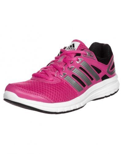 Till dam från adidas Performance, en rosa löparsko.