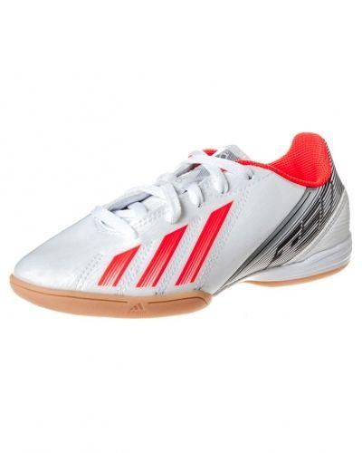 adidas Performance F10 IN Fotbollsskor inomhusskor Vitt från adidas Performance, Inomhusskor
