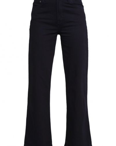 Till tjejer från Wåven, en bootcut jeans.